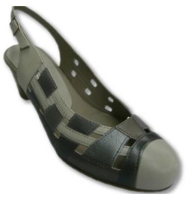 Aberto para trás sapatos bege e prata combinado Pitillos metalizado