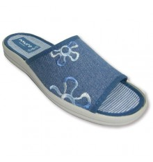 Canvas slippers around the house with an embroidered on one side Muro in jeans