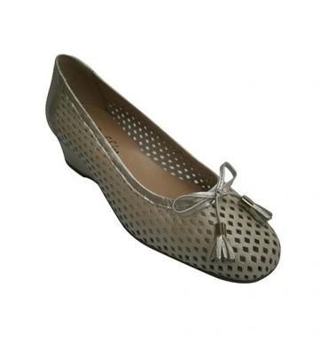 Shoe woman manoletinas puff type Wedge ornament loop Roldán in beig