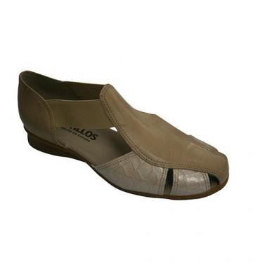 Mulheres Sandal Heel Toe fechado com combinados dois tipos de pele Pitillos em Beig