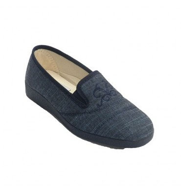 Woman slipper with rubber bands to the flat sides and a shovel with embroidered stitching Soca in jeans