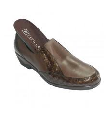 Zapatos mujer con adornos de cocodrilo gomas en los lados Pitillos en marrón