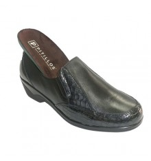 Woman shoes with rubber alligator ornaments on the sides Pitillos in black