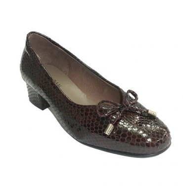 Woman patent leather shoe type simulates manoletinas snakeskin Roldán in bordeaux