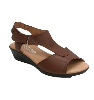 Woman flat shovel sandal with brooch Lorena Mosso in medium brown