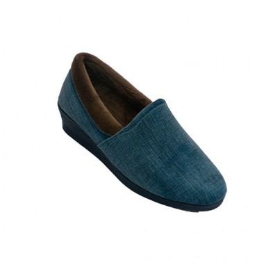 Woman winter shoe being at home closed Soca in blue