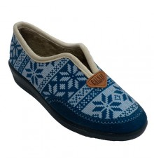 Winter slipper at home Nordic patterned woman Aguas nuevas in blue