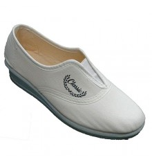 Closed elastic woman shoes on the instep Aguas nuevas in white