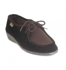 Shoe laces delicate feet Doctor Cutillas in brown
