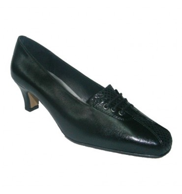 Medium heel shoe with ornament on vamp Tres Damas in black