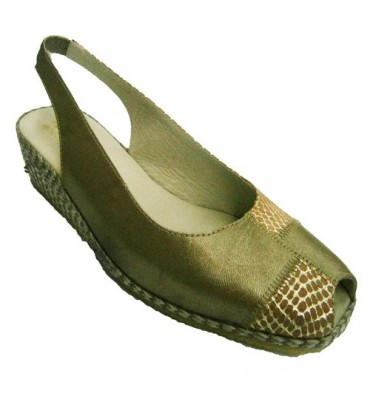 Sandal open back and forth with golden wedge of esparto and dotted crocodile Festival in golden