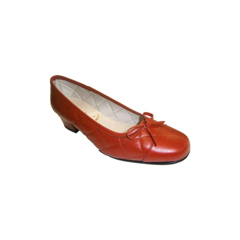 67918637137 Manoletina type shoe with bow and low heel Roldán in red model Perro