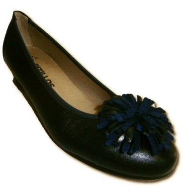 Manoletina with a little bow embellishment heel Pitillos in navy blue