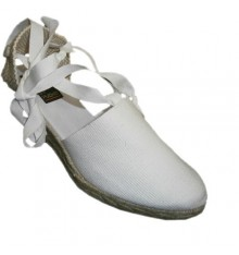 Valencian shoes tied to the average wedge leg Andinas in white