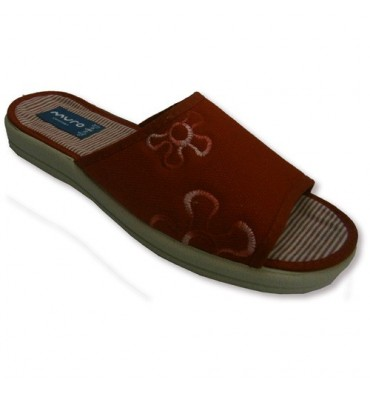 Canvas slippers around the house with an embroidered on one side Muro in red