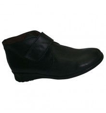 Boots with Velcro rubber floor El Corzo in black