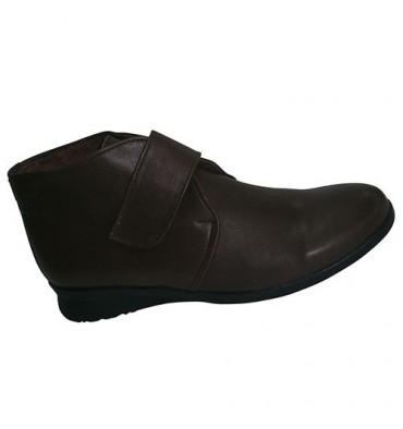 Botines con velcro piso de goma El Corzo en marrón oscuro