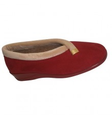Slipper closed edge of another tone and gold trim on the side Nevada in red