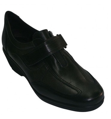 Wedge Shoe fastened with velcro sporty type Pitillos in black