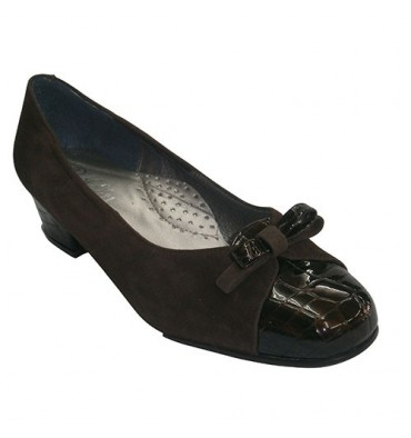 Ballet flats suede heel and toe combined with patent leather crocodile Roldán in dark Brown