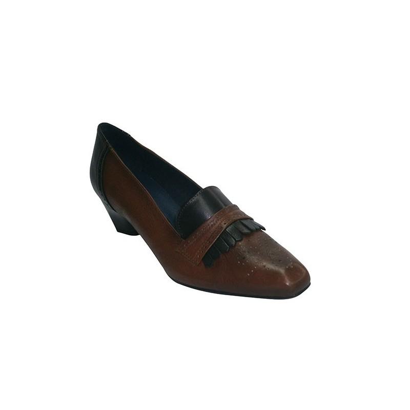 ee1f5387aaf Zapato de sport tacón medio pala alta con flecos Pomares Vazquez en marrón  ...