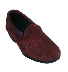 Closed wedge shoe with embroidery on one side Alberola in bordeaux