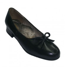 Extra wide shoes with heel opening in the center with tie Roldán in black