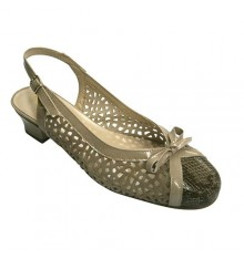 Open woman shoe low heel closed toe back Roldán in beig
