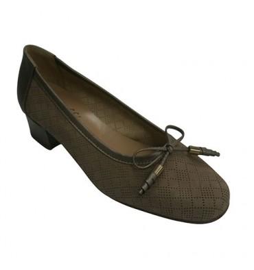 Zapato mujer tipo manoletinas con calados pequeños haciendo rombos Roldán en beig
