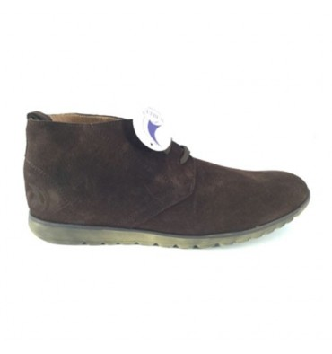 Young man boot in suede safari Calzados España in brown