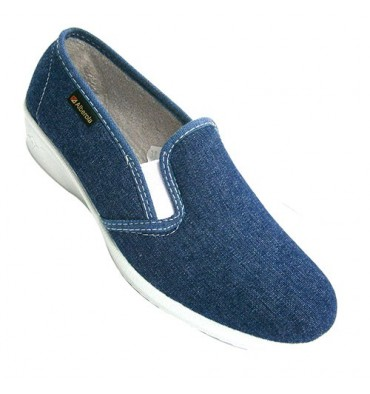 Woman closed with rubber shoe to the sides Alberola in jeans