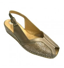 Woman sandal with lycra and elastic blade above Doctor Cutillas in golden